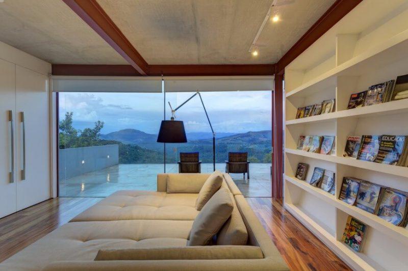 کتابخانه و مبل و تختخواب