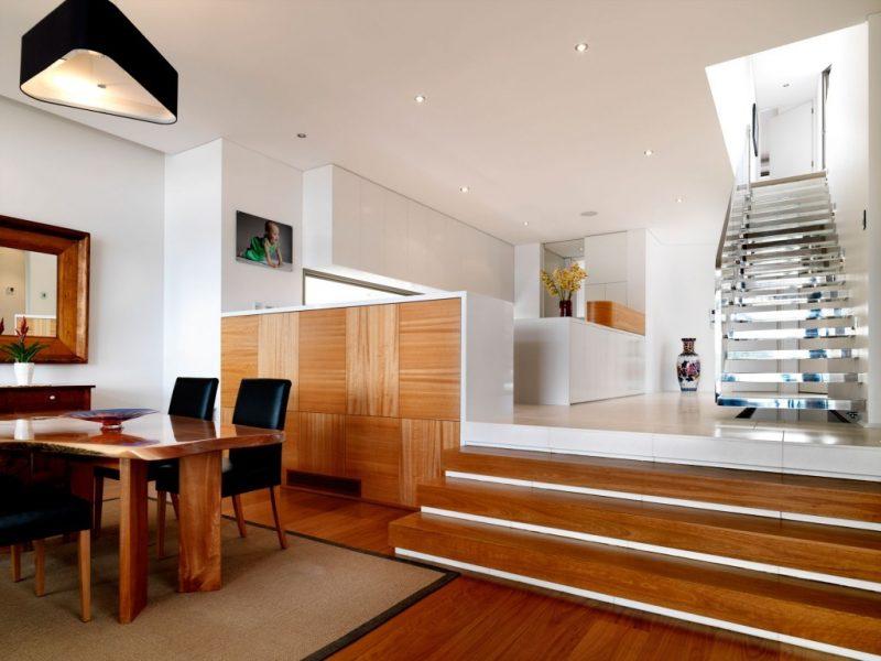 کفپوش و میز چوبی برای دکوراسیون چوبی منزل