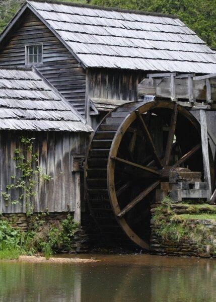 کلبه ای با چوب اصلاح شده
