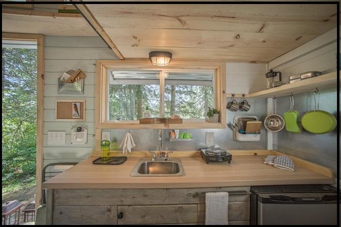 آشپزخانه کوچک ولی کاربردی