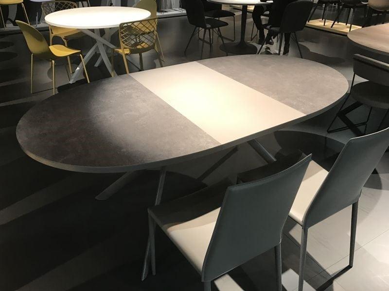 کم حجم بودن میز ناهار خوری چوبی بیضی شکل