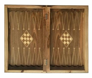 تخته نرد ساخته شده از چوب ارزشمند گردو