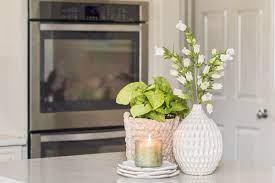 گلدان در آشپزخانه