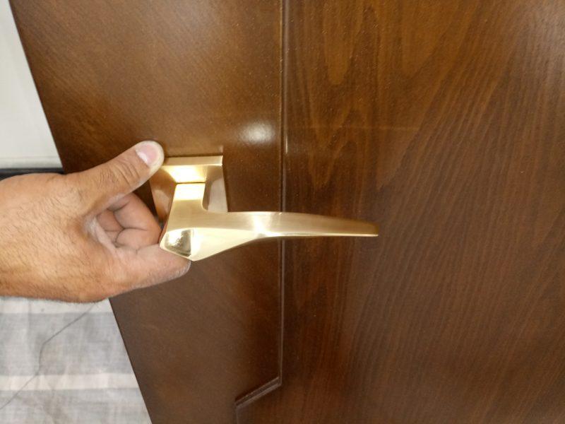 دستگیره طلایی مات
