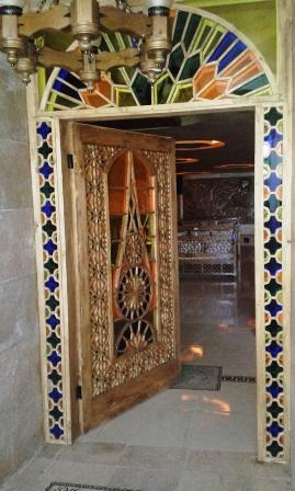درب رستوران , در چوبی سنتی