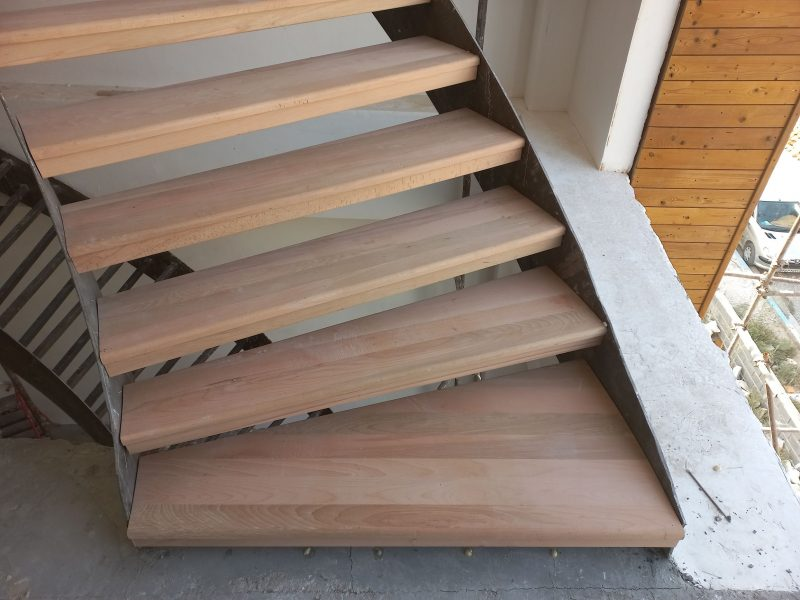 اجرای کف پله چوب راش ، پروژه کرج ، ساخت پله چوبی