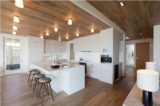 نمونه دیگر از سقف چوبی و استفاده از نورپردازی مناسب و ماهرانه