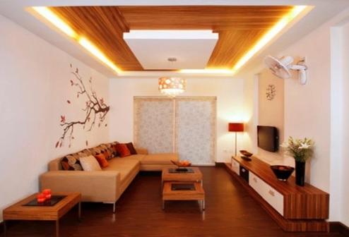 به کار بردن سقف چوبی و استفاده از نورپردازی مناسب و ماهرانه در دکوراسیون