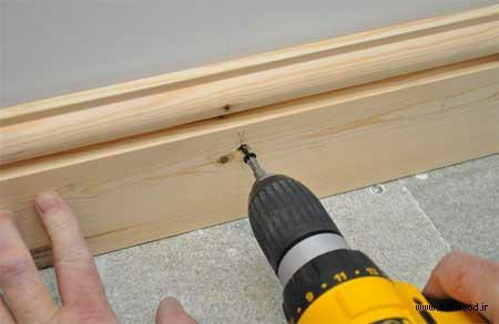 نصب قرنیز چوبی , عکس بستن پیچ بر روی رولپلاک