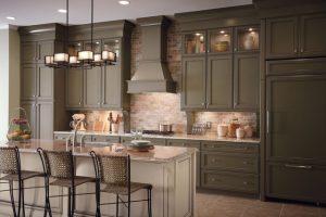کابینت آشپزخانه سنتی با چوب گیلاس و درب های قاب تونیک تمام چوب
