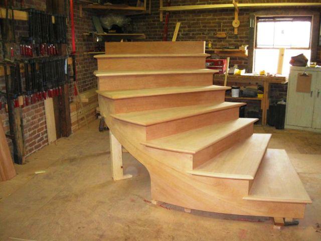 پله گرد , محاسبه پله گرد چوبی , ابعاد استاندارد پله گرد , پلان پله گرد ,قیمت پله گرد ,قیمت پله پیش ساخته ,پله گرد بتنی ,ساخت پله گرد چوبی , پله پیچ