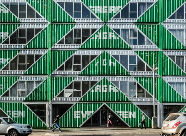 LOT-EK از 140 کانتینر حمل و نقل برای ساخت جامعه مسکونی در ژوهانسبورگ استفاده می کند