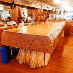 میز رستوران ساخته شده از تنه درخت به سبک روستیک