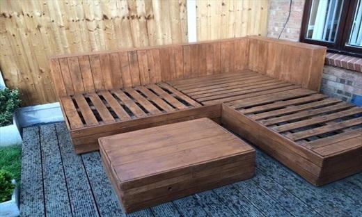 استفاده از چوب برای ایجاد مبلمان در فضای باز