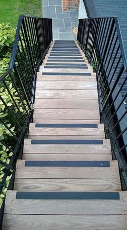 پله های ساخته شده با استفاده از ترمووود
