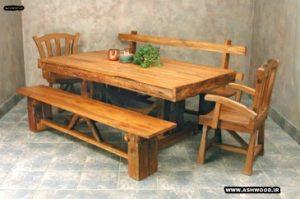 نیمکت و میز چوبی