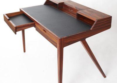 کتابخانه چوبی کلاسیک و میز تحریر , میز تحریر،میز کامپیوتر،کتابخانه , میزهای تحریر و کامپیوتر میز کار میز کامپیوتر میز تحریر. ... میز تحریر کلاسیک. مشخصات مدل :میز تحریر مدل کلاسیک با رنگ بدنه سفید میز تحریر کلاسیک چوبی