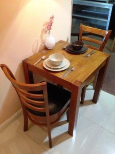 دکوراسیون چوبی منزل ، میز و صندلی چوبی