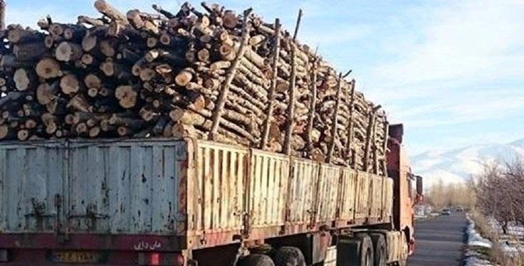 محیط زیست : خودروهای حامل مقطوعات چوبی از محورهای سروآباد کنترل و پایش میشوند