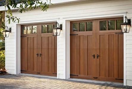 همه چیز درمورد درب های چوبی -  درب چوبی ورودی پارکینگ