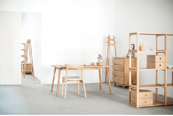 دکوراسیون چوب راش , میز تحریر و صندلی چوب راش