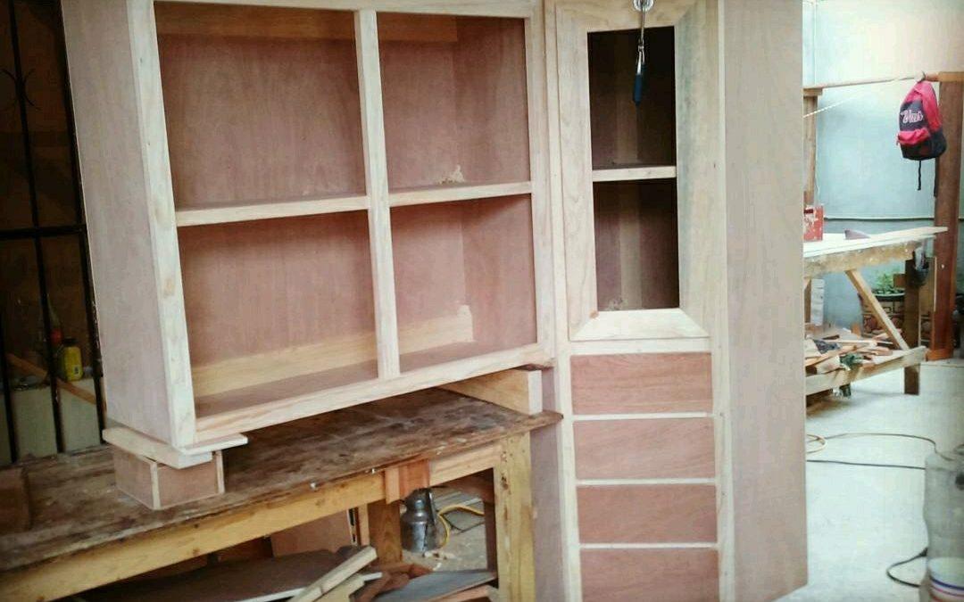 ساخت کابینت چوبی آشپزخانه با رنگ فندقی