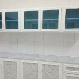 انواع درب کابینت چوب و درب کلاسیک با رنگ سفید و پتینه طلایی