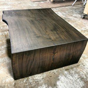 اسلب گردو ، میز چوب گردو