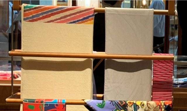 میله چوبی برای آویز روسری