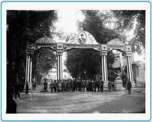 عکس طاق نصرت رضا شاه پهلوی عکاسی شده توسط انتوان خان