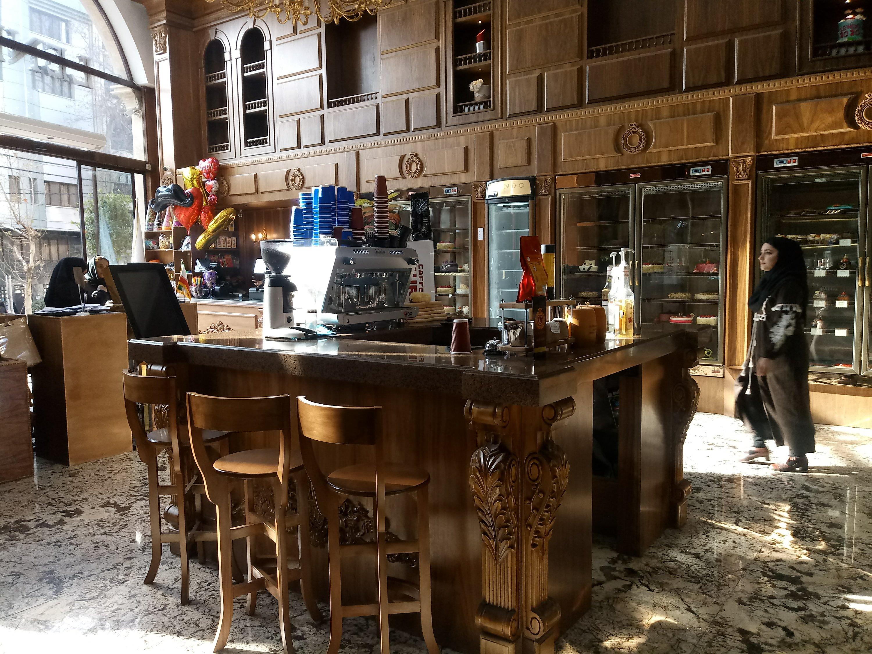 دکوراسیون چوبی شیرینی فروشی و جایگاه آجیل