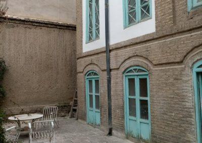 مرمت درب و چهارچوب یک بنای قدیمی در خیابان ایران , ساخت درب و پنجره چوبی