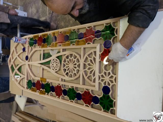 درب و پنجره گره چینی با شیشه های رنگی , هنر های تجسمی , آموزش ساخت پنجره ارسی , طرح ارسی , پنجره های قدیمی رنگی , انواع پنجره ارسی , پنجره های قدیمی با شیشه های رنگی , عکس پنجره های چوبی قدیمی , پنجره های گره چینی , پنجره های مشبک فلزی