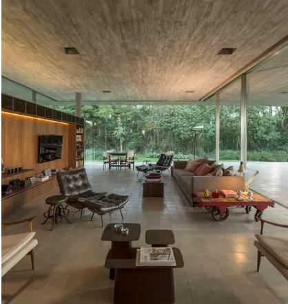 خانه بتن، شیشه و چوب