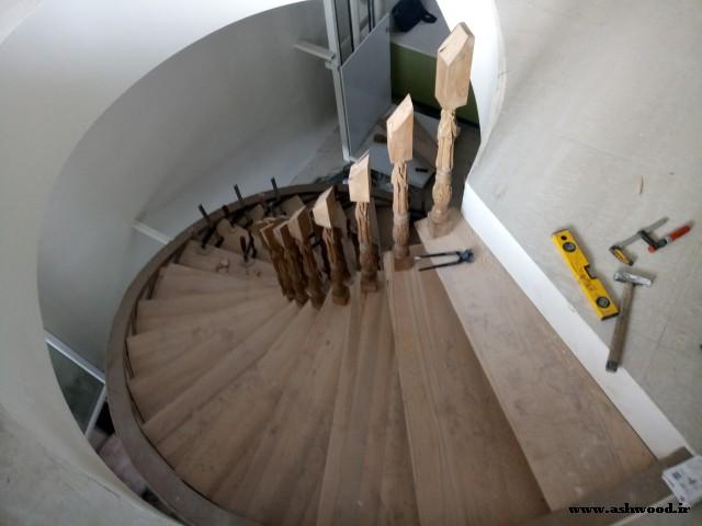 پله گرد چوب راش ویلای موحدی