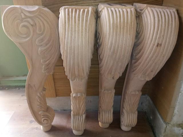 پایه میز تحریر کلاسیک از چوب راش که توسط هنرمندان منبت کار , منبت کاری شده