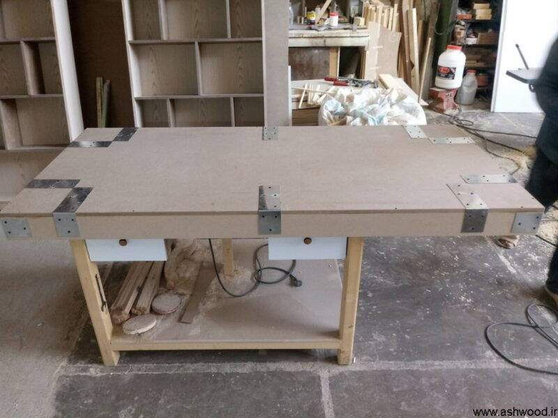 بسته بندی و آماده برای ارسال درب چوب ساج اریکو