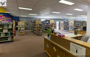 استاندارد کتابخانه , دکوراسیون کتابخانه چوبی , میز تحریر