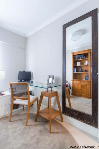 دکور میز تحریر چوبی و کتابخانه