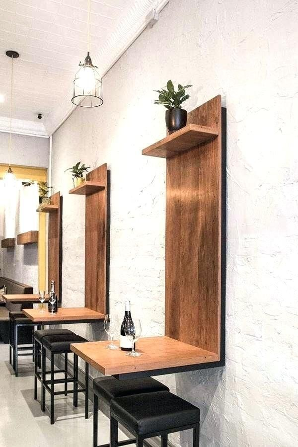 دیوار کنار میز در رستوران