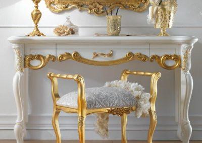 میز کنسول و آینه سفید و طلایی رنگ