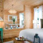 لمبه های چوبی v شکل در دکوراسیون اتاق خواب