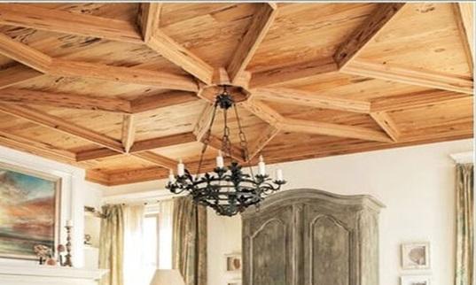 سقف چوبی و استفاده از لوسترهای قدیمی