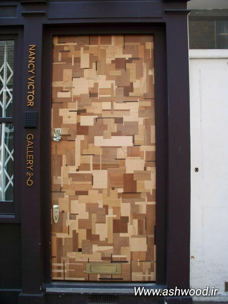 درب تمام چوب هزار تکه با ساختاری چشمنواز و جالب