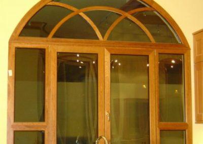 پنجره و درب قوس دار چوبی
