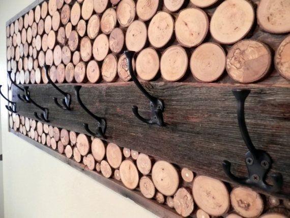 رخت آویز ساخته شده از تنه و شاخه درختان