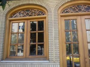 پنجره و درب سنتی با نقوش اسلیمی