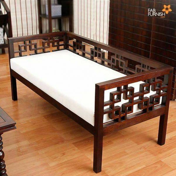 تخت و مبل سنتی چوبی