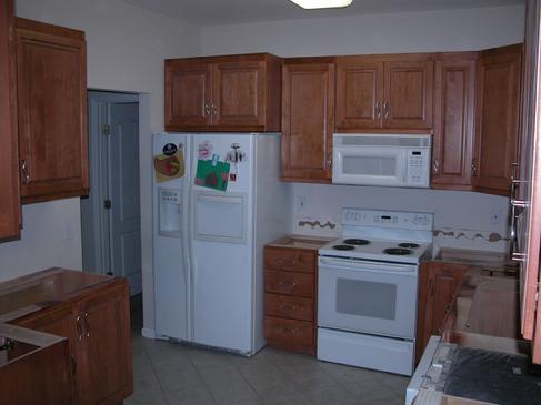 عکس طراحی سه بعدی کابینت آشپزخانه – سفید و قهوه ای