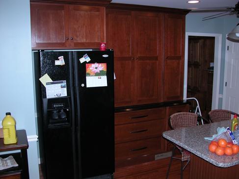 نمونه سازه کابینت ، دکوراسیون چوبی کلاسیک ، هایلند ، جزیره آشپزخانه با صفحه سنگ مصنوعی ، میز بار آشپزخانه